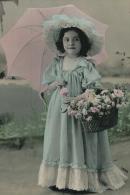ENFANTS - LITTLE GIRL - MAEDCHEN - Jolie Carte Fantaisie Portrait Fillette Avec Chapeau Ombrelle Et Fleurs - Abbildungen