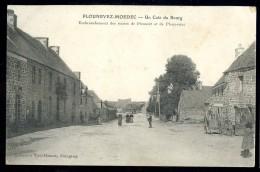 Cpa Du 22 Plounevez  Un Coin Du Bourg Embranchement Des Routes De Plouaret Et De Plounérin  DPTY3 - Guingamp