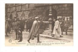 CPA :Militaria Anvers  Kommandantur  On Rafle 0fr10 Aux Citoyens Belges Qui Viennent Chercher Des Passeports Peu Commune - Guerre 1914-18