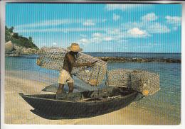 SEYCHELLES - Pêcheurs Pirogue Et Casiers - Fisherman - Fischer - Pescatore - CPSM CPM GF - - Seychellen