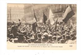 CPA :Militaria  Paris -Gare Nord   La Foule Salue Le Départ Des Volontaires Belges :- Drapeaux - Homme Haranguant  Foule - Guerre 1914-18