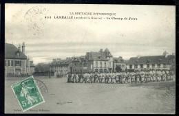 Cpa Du 22 Lamballe -- Pendant La Guerre -- Le Champ De Foire   DPTY4 - Lamballe
