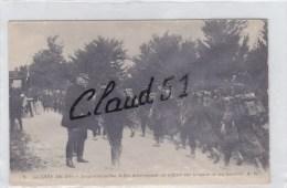 Le Généralissime Joffre Interrogeant Un Officier Sur La Santée De Ses Hommes - Guerra 1914-18