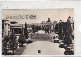 70 - VICHY . L'Esplanade De L'Hotel De Ville Et La Poste. Flamme (la Reine Des Eaux) V 1953 - Vichy