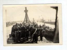 photographie , 9 x 6 cm ,port , marins , inauguration , bapt�me d'un bateau ?