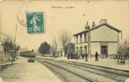 50 PERIERS LA GARE ANIMEE ARRIVEE TRAIN - France