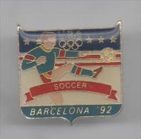 PINS PIN'S JO 92  JEUX OLYMPIQUES BARCELONA BARCELONE 26 X 25 MMS FOOT FOOTBALL - Olympic Games