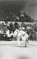 Ref A809- Arts Martiaux -judo -photo Souple Non Située- Rencontre Internationale Ou Nationale ??- Photo Bon Etat  - - Martiaux