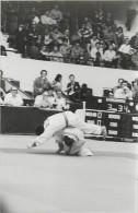Ref A806- Arts Martiaux -judo -photo Souple Non Située- Rencontre Internationale Ou Nationale ??- Photo Bon Etat  - - Martiaux