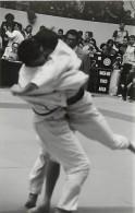 Ref A804- Arts Martiaux -judo -photo Souple Non Située- Rencontre Internationale Ou Nationale ??- Photo Bon Etat  - - Martiaux