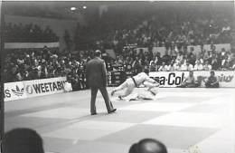 Ref A801- Arts Martiaux -judo -photo Souple Non Située- Rencontre Internationale Ou Nationale ??- Photo Bon Etat  - - Martiaux