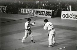 Ref A799- Arts Martiaux -judo -photo Souple Non Située- Rencontre Internationale Ou Nationale ??- Photo Bon Etat  - - Martiaux