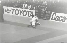 Ref A798- Arts Martiaux -judo -photo Souple Non Située- Rencontre Internationale Ou Nationale ??- Photo Bon Etat  - - Martiaux