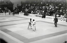 Ref A794- Arts Martiaux -judo -photo Souple Non Située- Rencontre Internationale Ou Nationale ??- Photo Bon Etat  - - Martiaux