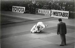 Ref A792- Arts Martiaux -judo -photo Souple Non Située- Rencontre Internationale Ou Nationale ??- Photo Bon Etat  - - Martiaux