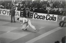 Ref A790- Arts Martiaux -judo -photo Souple Non Située- Rencontre Internationale Ou Nationale ??- Photo Bon Etat  - - Martiaux