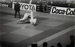 Ref A789- Arts Martiaux -judo -photo Souple Non Située- Rencontre Internationale Ou Nationale ??- Photo Bon Etat  - - Martiaux
