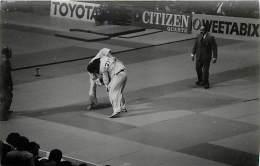 Ref A788- Arts Martiaux -judo -photo Souple Non Située- Rencontre Internationale Ou Nationale ??- Photo Bon Etat  - - Martiaux