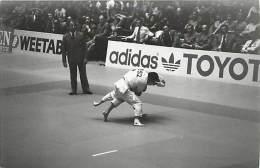 Ref A787- Arts Martiaux -judo -photo Souple Non Située- Rencontre Internationale Ou Nationale ??- Photo Bon Etat  - - Martiaux