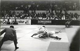 Ref A786- Arts Martiaux -judo -photo Souple Non Située- Rencontre Internationale Ou Nationale ??- Photo Bon Etat  - - Martiaux