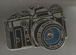 34658-Pin's.Photo.signé Demons Et Merveilles.2 Tacks. - Fotografia