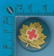 Pin's Backpin Hospitalier   ( Croix Rouge Du Canada )  Pin - Non Classés