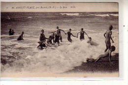 64 ANGLET PLAGE Près De Biarritz ( B P ) - Le Bain - Animé Groupe De Jeunes Femmes  En Monokini - CPA N° 26 - Anglet