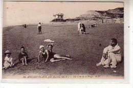 64 ANGLET PLAGE Près De Biarritz ( B P ) - Un Coin De La Plage -  Jeunes Femmes Assises  En Monokini - CPA N° 23 - Anglet