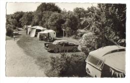 Vaux-Nauzan Camping Peugeot 404 Bernezac - France