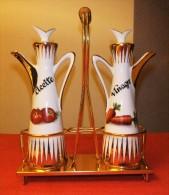 BONITO SET DE VINAGRERAS CON FILOS DORADOS DE LOS AÑOS 60 - Vintage Set Vinegar And Oil Bottle Of Porcelain - Otras Colecciones