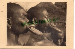 AFRIQUE - TCHAD - PROFILS DE FEMMES A PLATEAUX - PHOTO RENE MOREAU