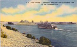 """Delta Queen"" Approaching Kentucky Dam's Mammoth Lock On The Tennessee River - Etats-Unis"