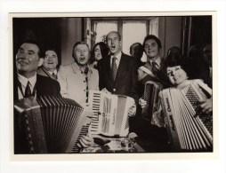 DANIEL SIMON - VALERY GISCARD D'ESTAING AU FESTIVAL MONDIAL DE L'ACCORDEON 1973 - Photographie
