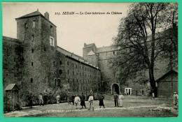Sedan - Ardennes - Cour Intérieure Du Château - Animé - Sedan