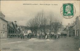 76 NEUFCHATEL EN BRAY / La Place Du Marquis, Les Halles / - Neufchâtel En Bray