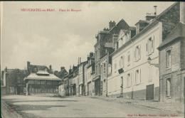 76 NEUFCHATEL EN BRAY / La Place Du Marquis / - Neufchâtel En Bray