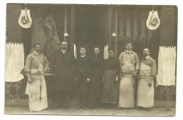 CPA Boucherie En 1906 Non Localisée, Belle Assemblée En Devanture, Jambons Accrochés, Postée De Paris - Commercio
