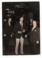 Photographie De Press Roger Moore (james Bond ) Hotel Georges 5 Paris - Photographie