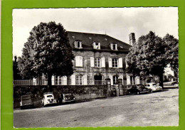 """BUGEAT  5 : Pension Familiale """"Les Bruyeres """"Voitures Traction Dauphine - Other Municipalities"""