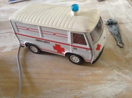 Rare Ambulance  joustra en t�le (tr�s belle �tat de  fonctionnement )