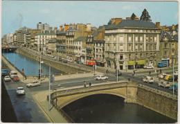 Rennes: CITROËN DS , 3x 2CV BACHÉE, RENAULT 4, 6, 8/10, 4CV, PEUGEOT 204, CAMIONNETTES Etc. - Les Quais -  France - Passenger Cars