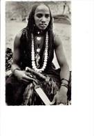 Afrique  SAHARA - Femme Touboue - arm�e d'un Glaive sabre BIJOU billes OS pi�ces monnaie anneau nez scarifications