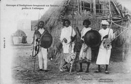 AFRIQUE  ABYSSINIE GROUPE D INDIGENES TRAQUANT UN LEOPARD - Ethiopië