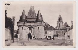 (RECTO / VERSO) LA FERTE BERNARD EN 1956 - N° 74 - PORTE DE VILLE ET L' EGLISE NOTRE DAME AVEC PERSONNAGE - La Ferte Bernard