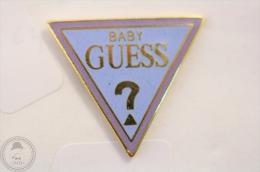Baby Guess - Pin Badge #PLS - Marcas Registradas