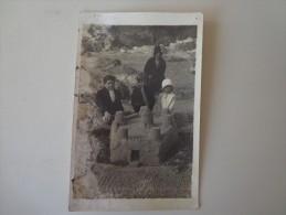 CPA PHOTO  ENFANTS SUR LA PLAGE CHATEAU DE SABLE - Photographs