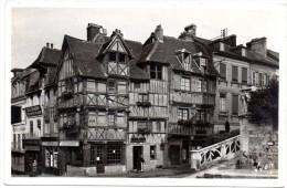 CP, 14, LISIEUX, Place Boudin-Desvergées, Vierge - Lisieux