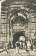 CPA 54 Toul La Porte De Metz Animée  Soldats Monument Militaria 1870 L4/19 - Toul