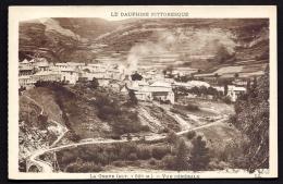 CPA  ANCIENNE- FRANCE- LA GRAVE (05)- VUE GENERALE GROS PLAN- ROUTE D'ARRIVÉE- LE PONT DE PIERRE- CULTURES - Frankreich