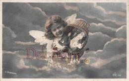 Petit Ange Dans Le Ciel Deversant Sa Hotte De Jouets - Small Angel In The Sky Pouring Its Basket Of Toys -2 Scans Vierge - Groupes D'enfants & Familles